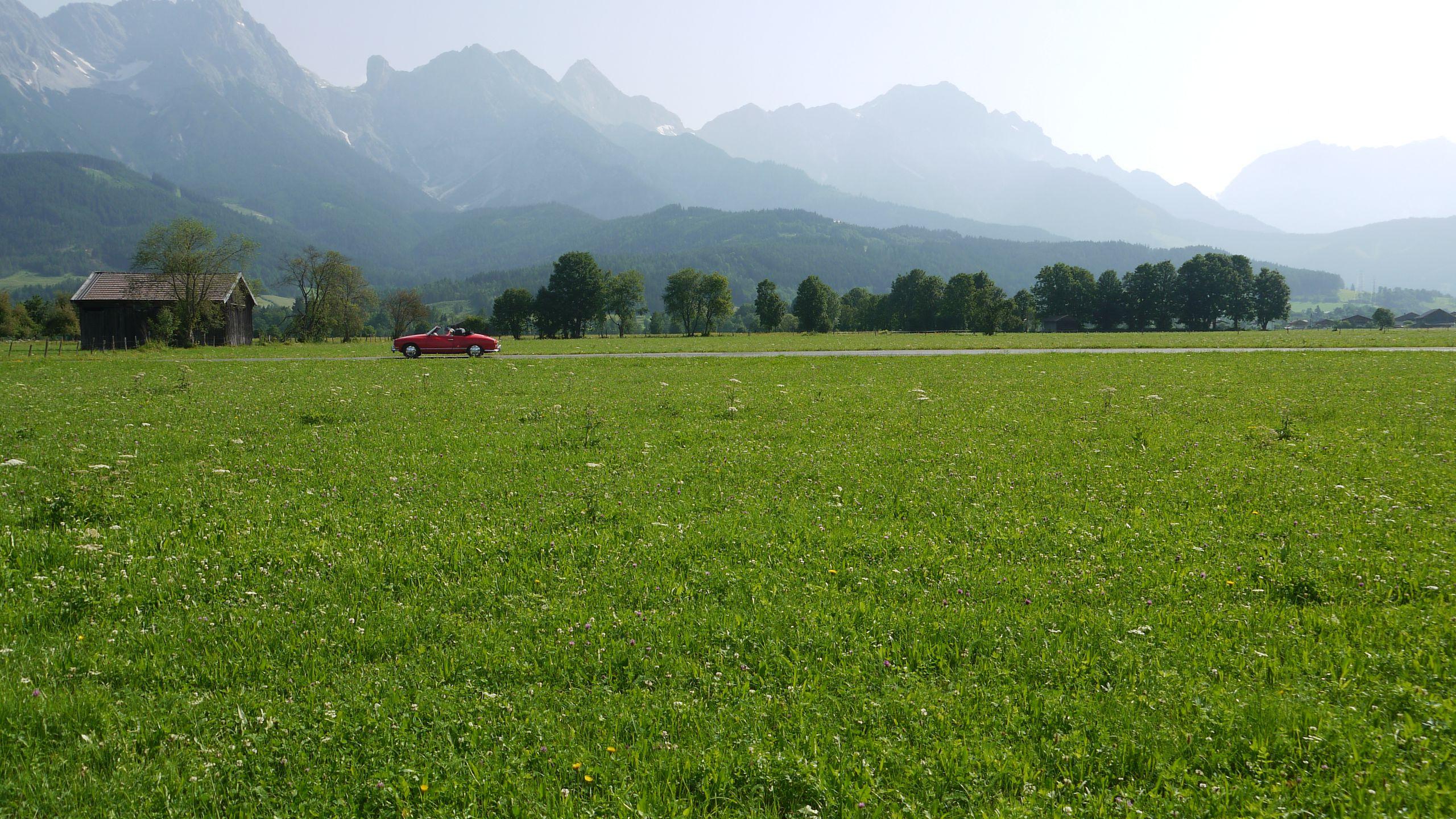 Oldtimer vor Alpen